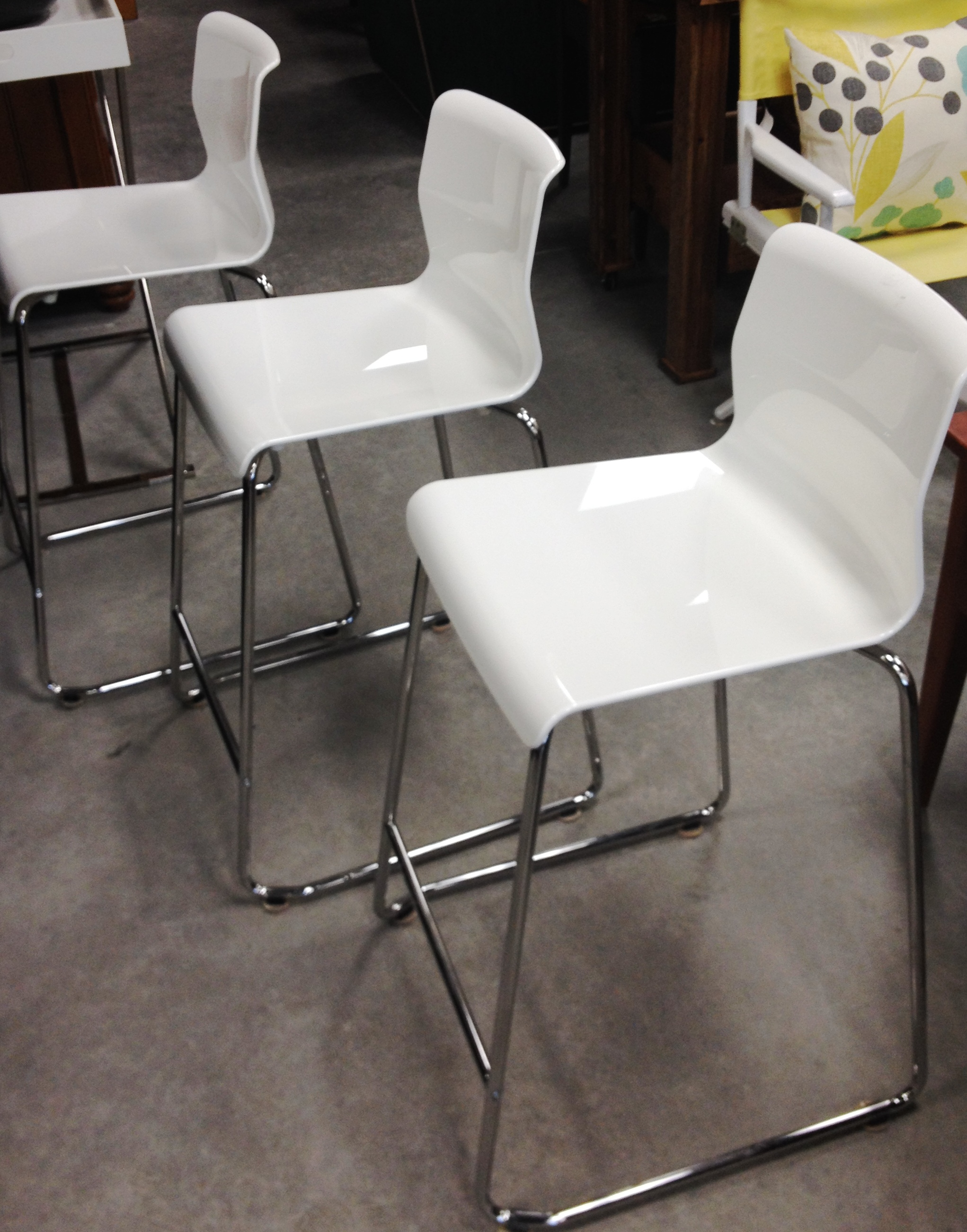 Set Of 3 White Amp Chrome Counter Height Bar Stools Sold