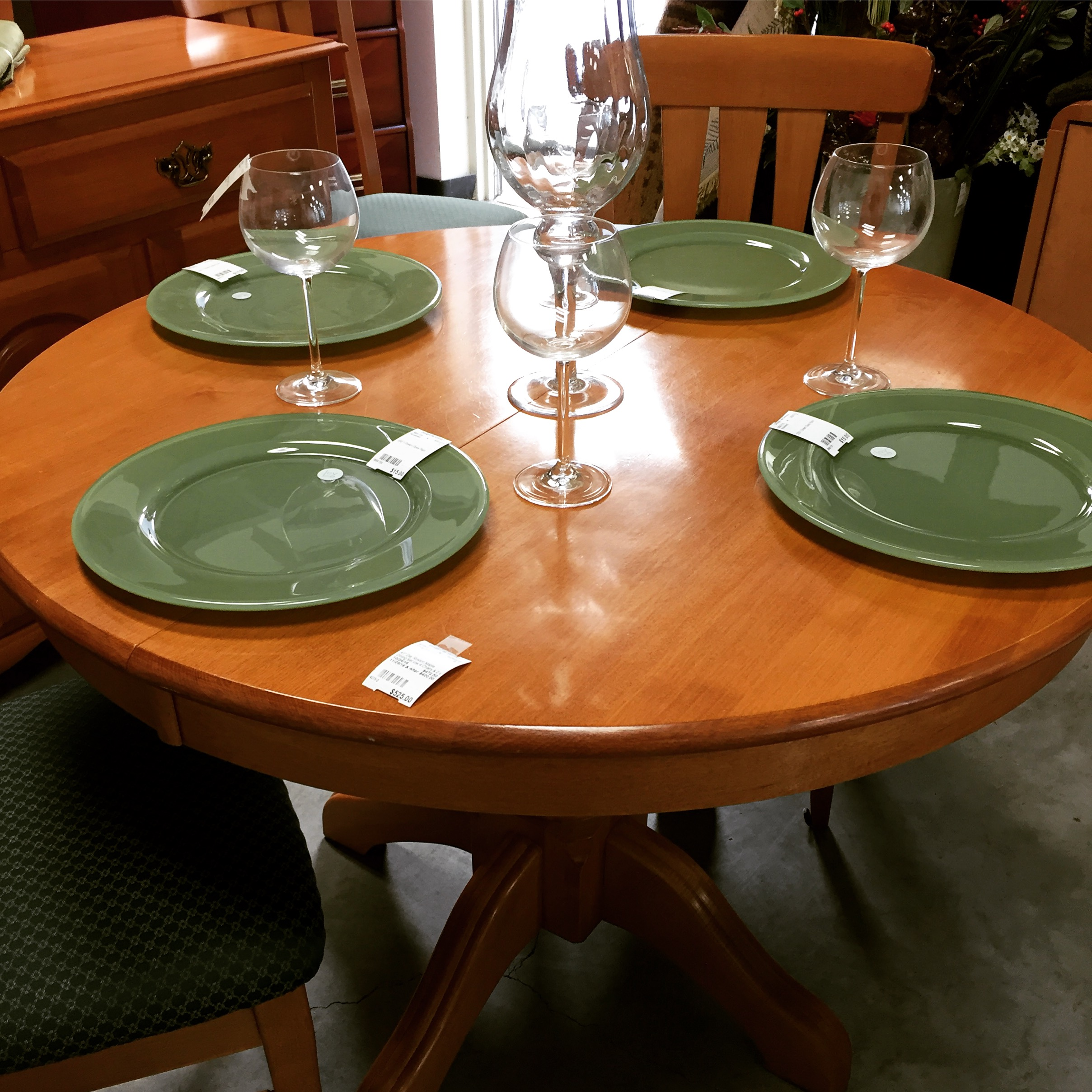 41 Dia Roxton Maple Dining Set C W 4 Chairs 2 X 10 Leaves